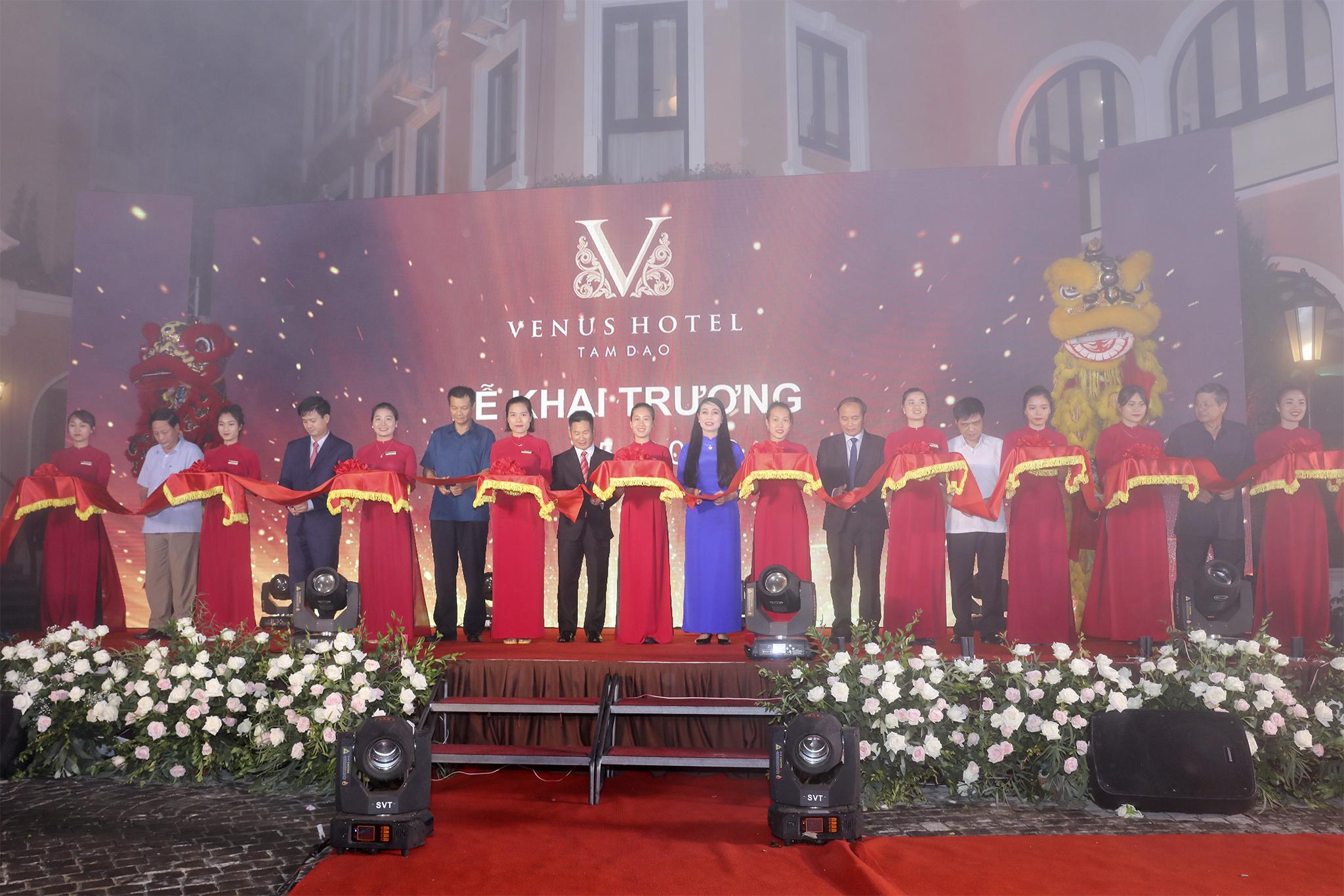 KHAI TRƯƠNG KHÁCH SẠN VENUS HOTEL TẠI THỊ TRẤN TAM ĐẢO
